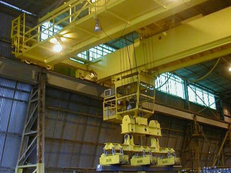 0000s_0004_steel-mill-magnet-duty-traversing-cab-shipping-crane